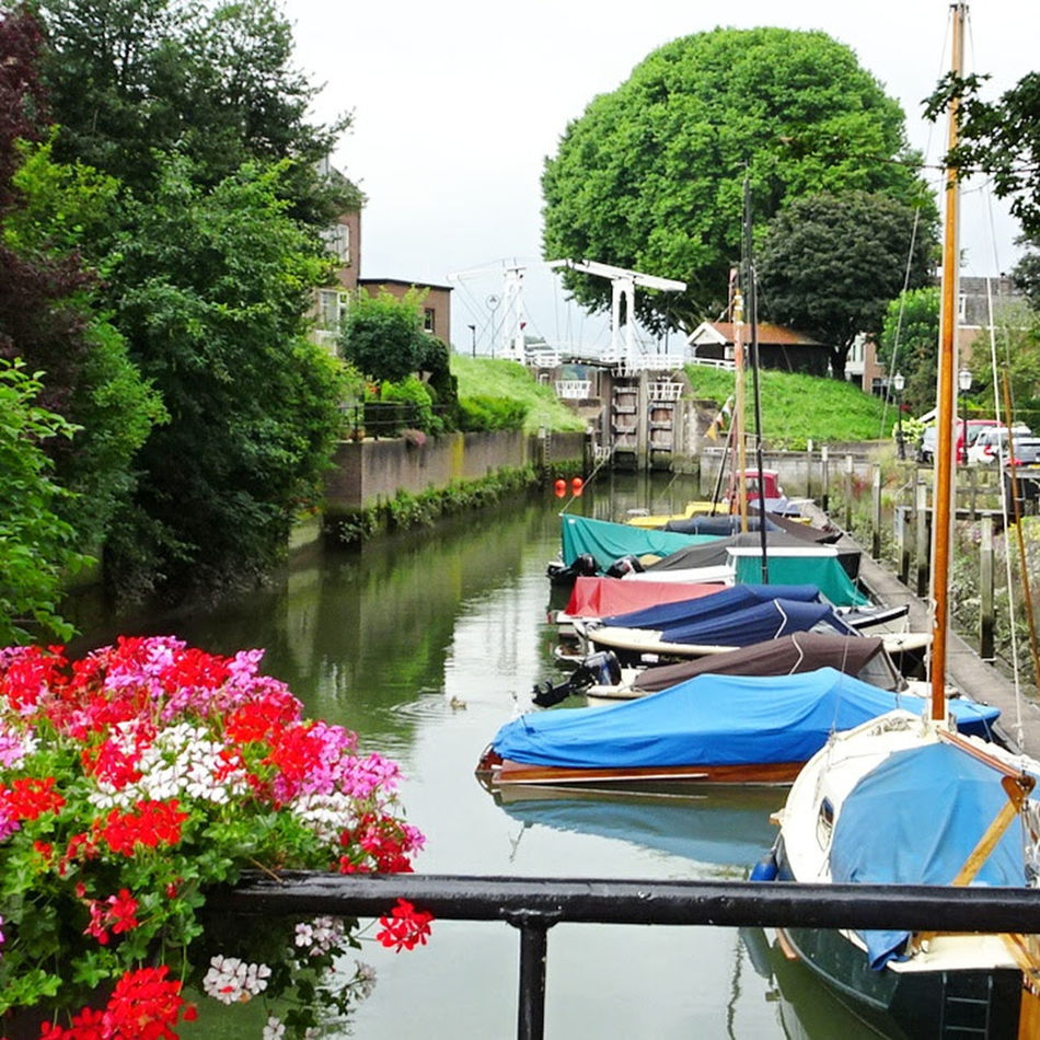 Small Lock Colourful Boats Beautiful Flowers Check This Out Hanging Out Taking Photos