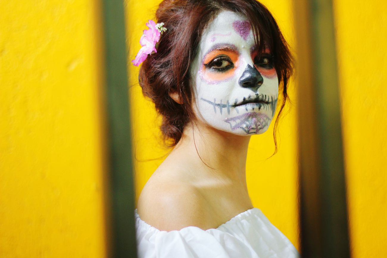 Tradiciones Portrait DIA DE MUERTOS Mexico Connection Yellow Vibrant Color Raíces
