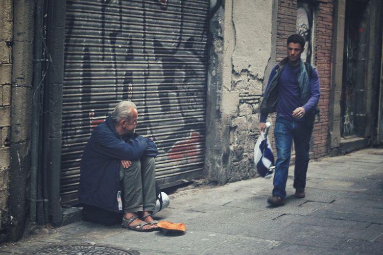 Barcelona. Barcelona Streetphotography Streetphoto Street Photography España People Humans Human Streetsofbarcelona EyeEmStreetshots Eyeemstreetphotography EyeEm Streets Streetlife Everybodystreet
