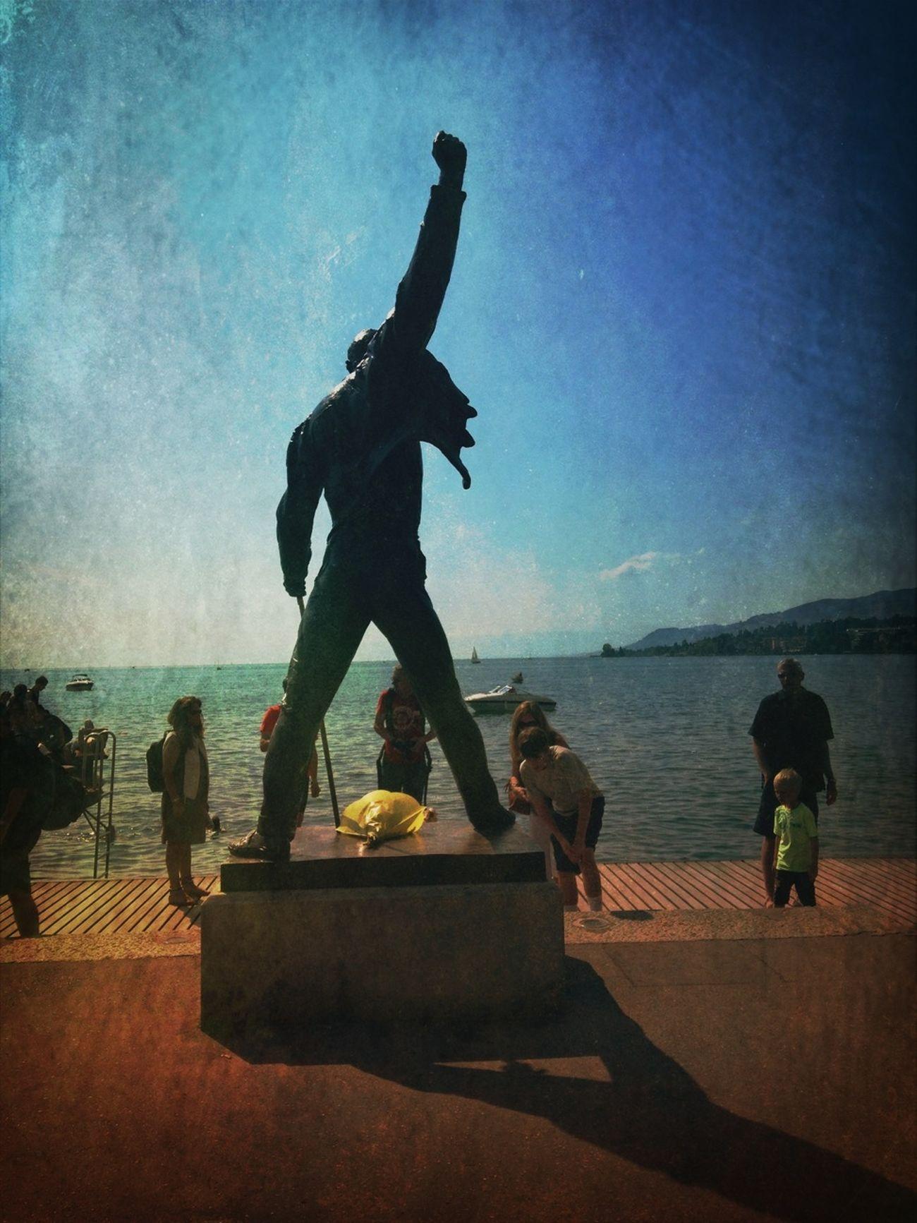 Montreux - Freddie Mercury Statue - l'ombre de la Statue - AMPt_community Shootermag Streetphoto_color Vintage