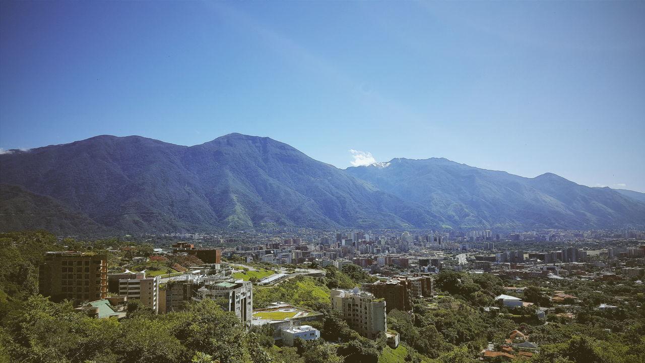 Buenos dias Caracas. El Mirador, Colinas de Valle Arriba, #Caracas, #Venezuela. #GalaxyNote5 | 4.3mm equiv 28mm | 1/1404 sec | f/1.9 | iso 40 #Wanderlust Avila