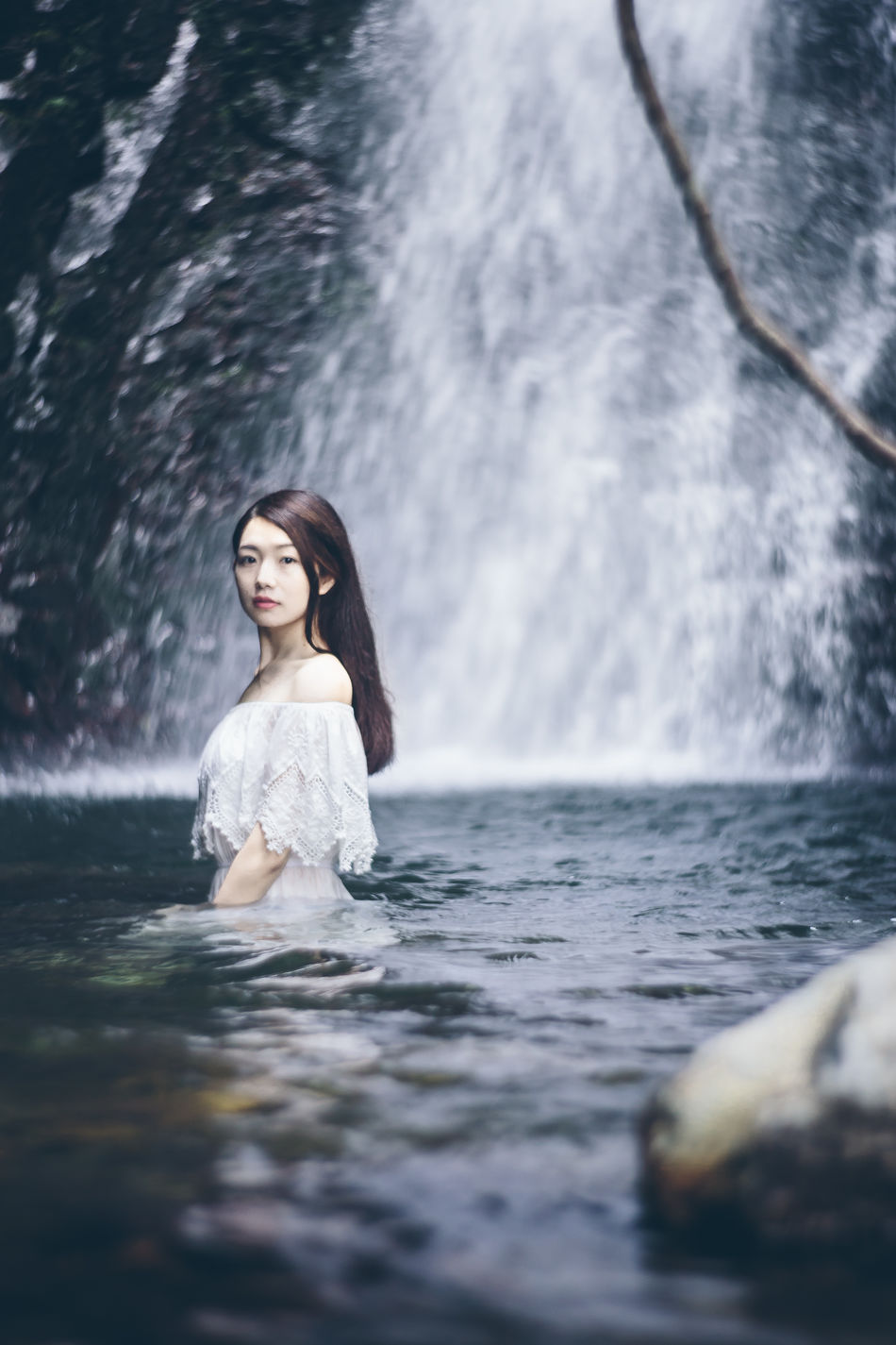 Casual Clothing Day Enjoyment Flowing Water Focus On Foreground Fun Leisure Activity Lifestyles Motion Nature Outdoors Portrait Rippled Vacations Water