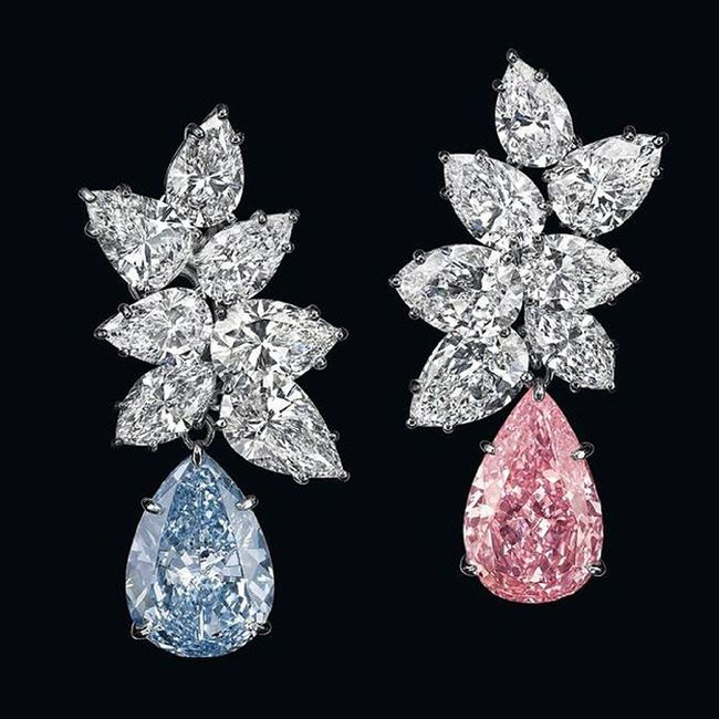 "GraffDiamonds , acquired a pair of ear pendants, featuring a 6.95-carat, pear-shaped fancy vivid Blue Diamond , and a 6.79-carat, pear-shaped fancy vivid Pink diamond, for more than $15.8 million. Previously known as ""A Bulgari Masterpiece ,"" the fancy colored diamonds are topped with Marquise and pear-shaped diamond clusters weighing approximately 19.28 carats.Auction Jewelrylovers Jewelblog Christies Jewelleryaddict Amazing Instafashion Likes Instadiamonds Diamonds Diamondlovers Jewelry Jewelblog Jewelryaddiction Luxury Blog"