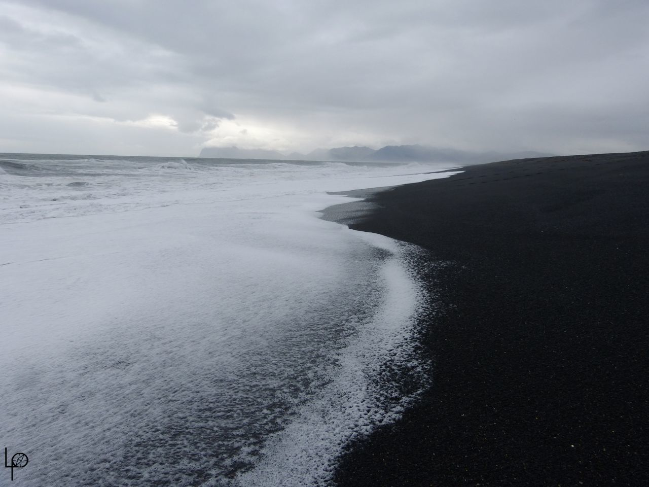 Beauty In Nature Blanche Day Ecume Islande Nature No People Noir Outdoors Plage Scenics Sea Sky Tranquil Scene Tranquility Volcanic  Water Wave
