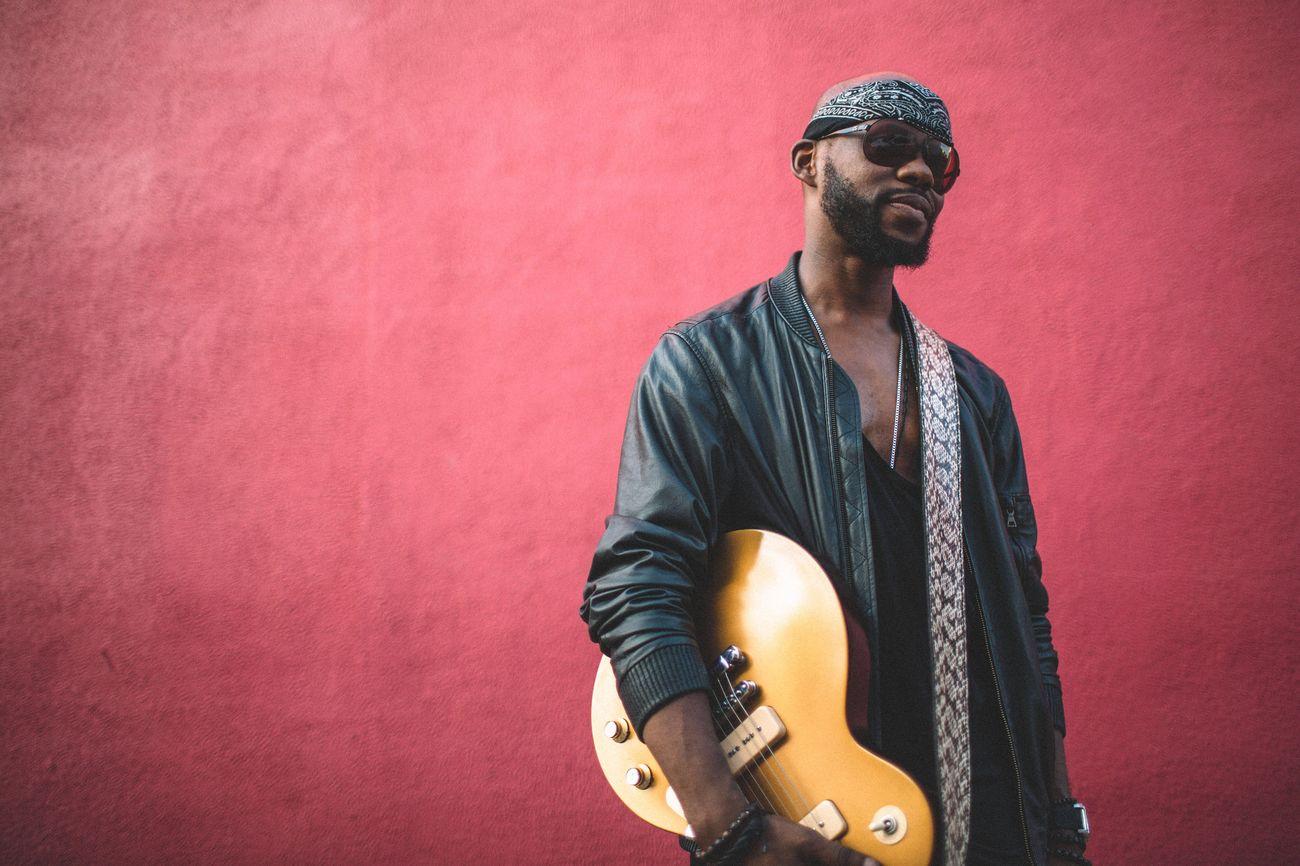 Beautiful stock photos of gitarre, tattoo, lifestyles, music, standing