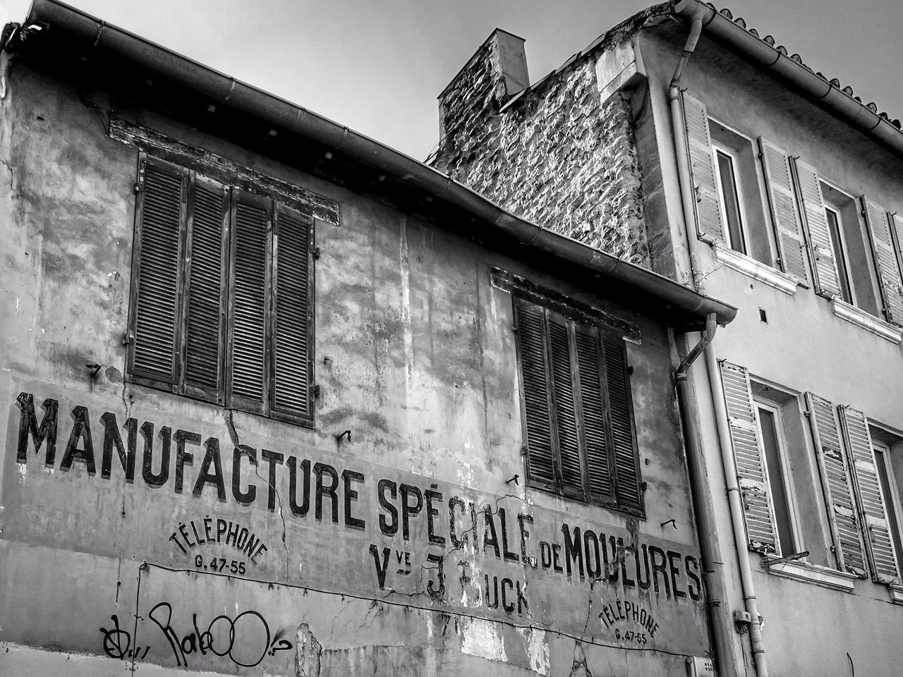 Text Outdoors Architecture No People Day Sky SONY DSC-HX400V Arts Culture And Entertainment Street Art Graffiti The World Street Photo Message To The World Message On The Wall Building Exterior Architecture Monochrome Photography Monochrome _ Collection EyeEm Bnw Bnw_society Bnw_captures