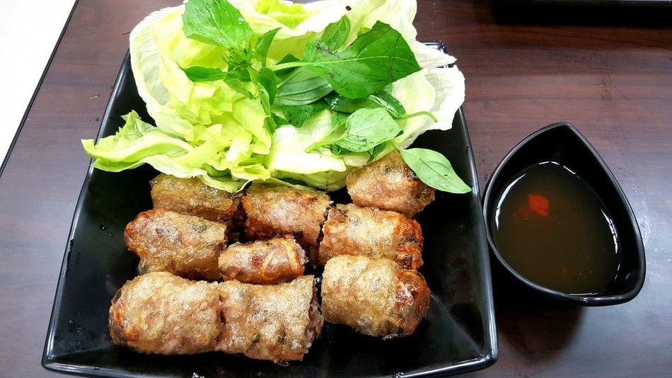 好吃的越南炸春捲 Taking Photos Relaxing Donghu,Taipei Lunch Time! DELICIOUS FOOD ♡ EyeEm Best Shots Vietnamese Food Eating Weekend EyeEm