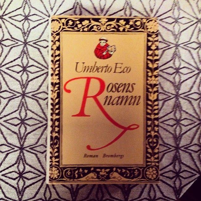 Veckans boktips är en av de allra bästa böcker som jag har läst. Rekommenderas! Books Bookoftheweek Rosensnamn Umbertoeco reading tisdag