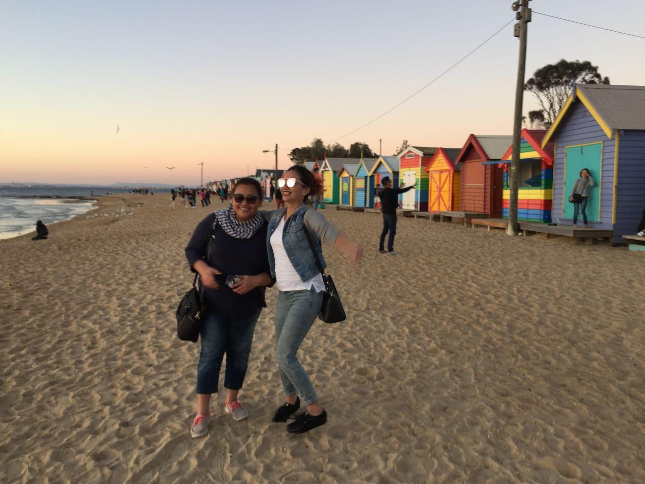 Yg di belakang itu lg cari pose apa ya? 😁 Duet Papi&mami Bathing Boxes Brighton Beach