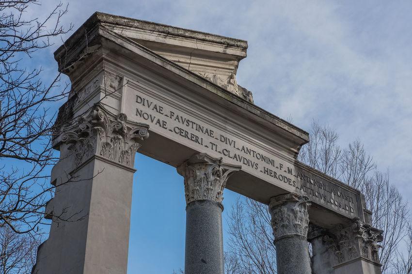 Tempio di Faustina ed Antonino a villa Borghese a Roma. Architecture Tempio Architectural Column Architettura Built Structure History Low Angle View Text Villa Borghese