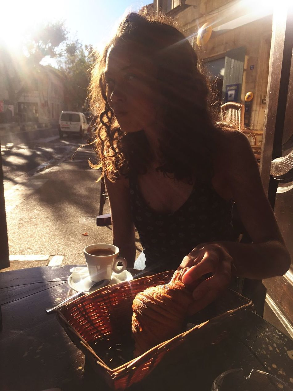 32 degrees le matin Summer Morning Breakfast Provence Lifestyles Eating Coffee Time Hot Day Outdoors Cafe France