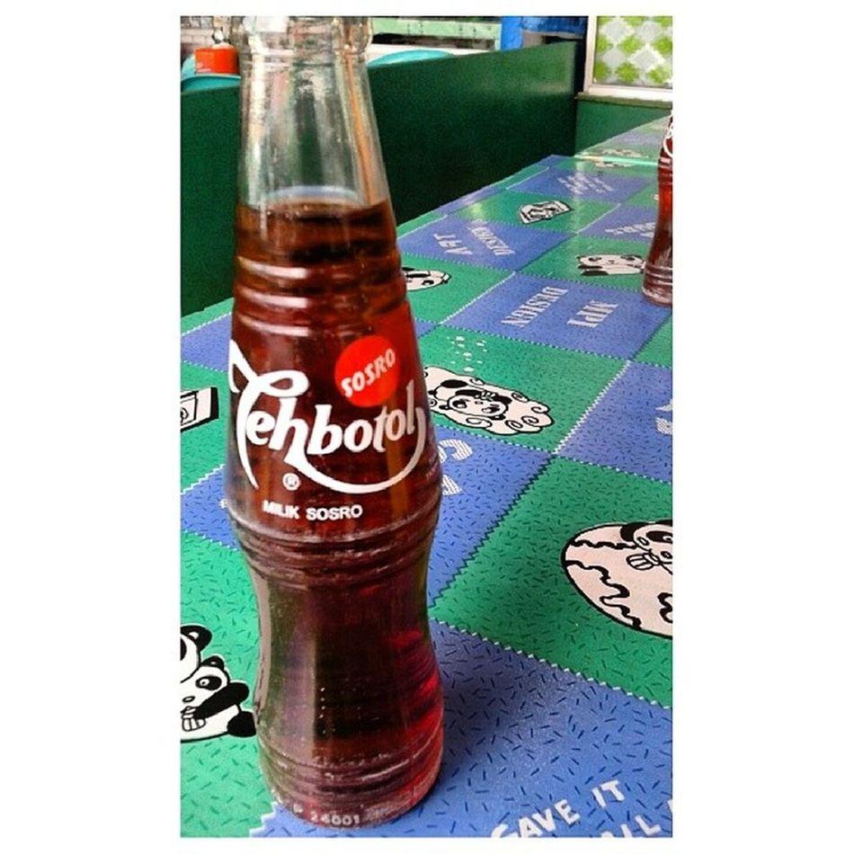 Minum sbntar bersama air tersohor di Indonesia. Teh O Ais je pon. Entadahkenapa Anayangselfieentayangpanas Nibukanselfie Acahacah
