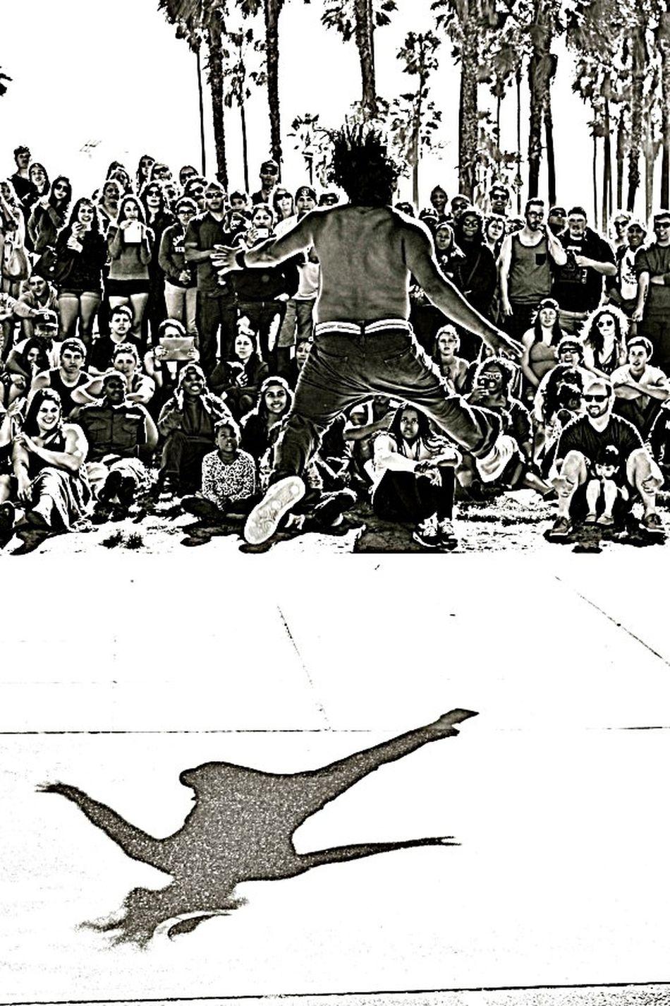 La breakers Dance La Breakers Break Dancing  Black & White