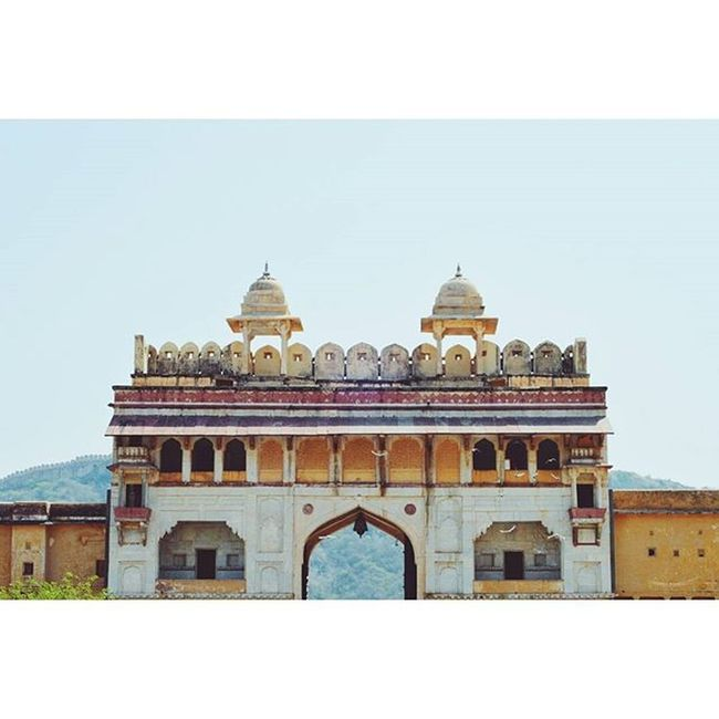 Location - Amer Fort (Amber Palace), Jaipur, Rajasthan, India Jaipur IndiaJourney India AmerFortCourtyard Amerfort Amer Gate Vscocam VSCO Vscoindia Rajasthan Colorful Fort