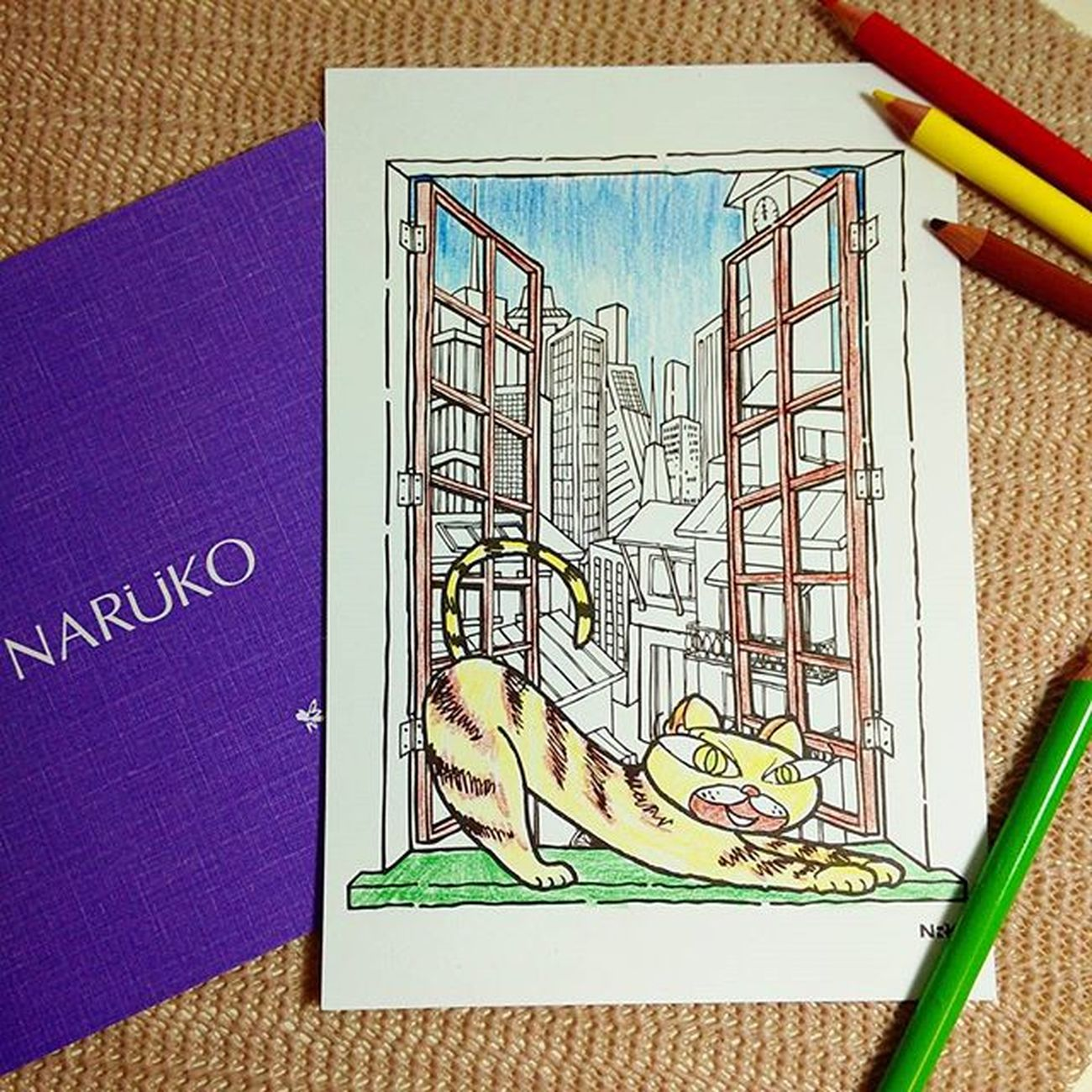 收到牛爾老師@niuer520 的中秋禮,好有創意的中秋禮物,在電子化的現在親手繪製中秋賀卡寄給朋友該有多珍貴,比起冰冷的禮盒或簡訊,親手繪製的卡片更溫暖啊! Naruko 牛爾 Moonfestival Colouringbook Mobile01 愛曼達