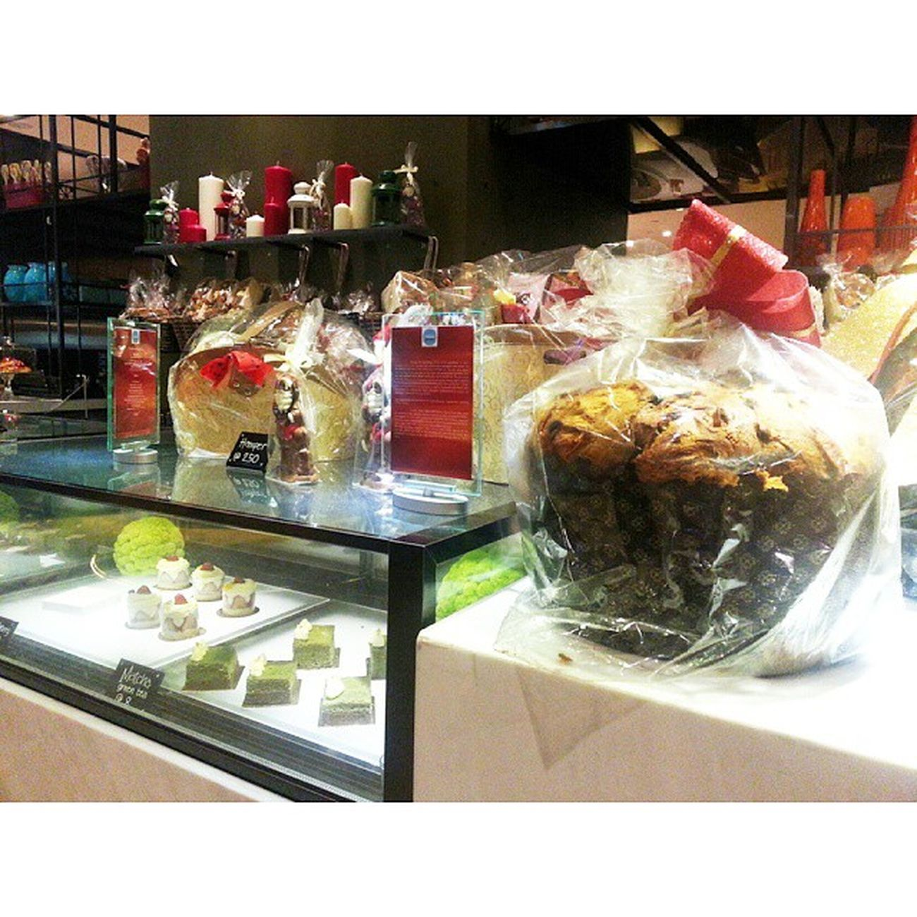 That's helluva huge muffin there! @panpacificsingapore Pacific Marketplace. Just look at the cakes on display. Instapastries Deli Cakes Dessert sweets sweettooth muffin festiveseason festive seasonsgreetings happyholidays instamood