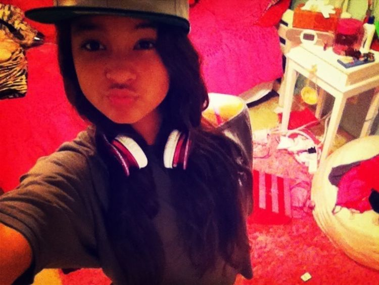 Got beats and a new hat sorry bout da mess