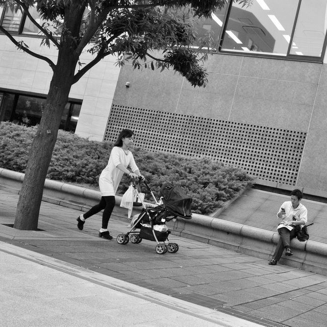 Casual Clothing Childhood Lifestyles Family With One Child On The Road Snapshot People B&w Street Photography Streetphotography_bw CityWalk Walking Street at Toranomon 虎ノ門 , Tokyo Japan