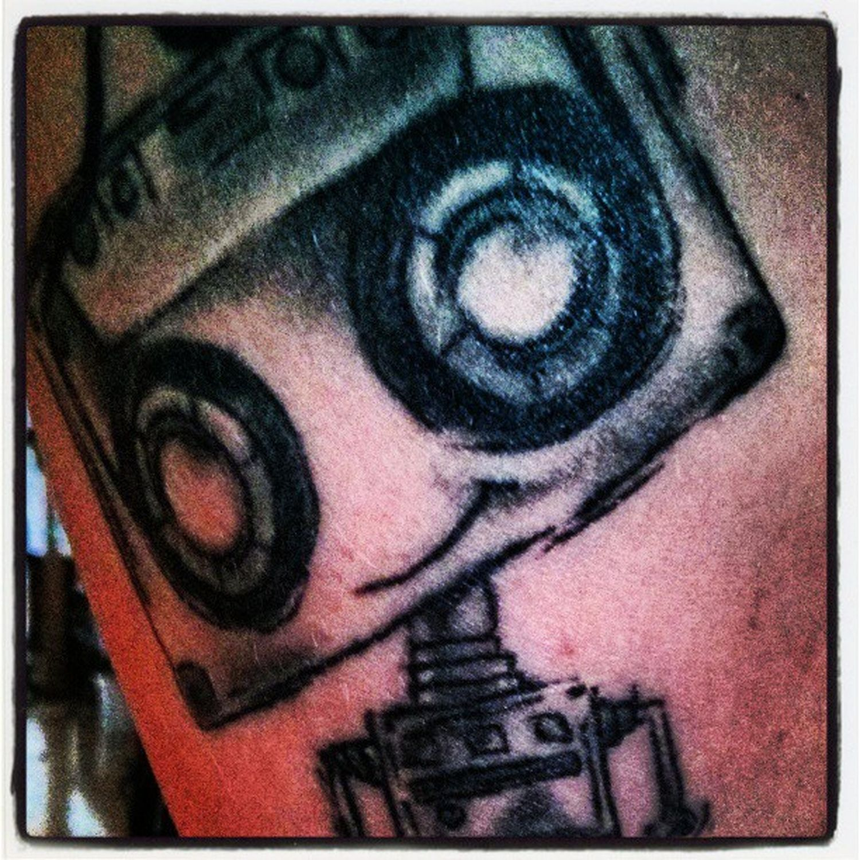 Say #hello to my #robot #tattoo. #art #skinart #tattowieren #selfmade #entwurf #malen #haut #instagood #instadaily #instagramhub #instamood #lovetattoos #mehr #more #love Lovetattoos Tattowieren Art Entwurf Love Skinart Selfmade Tattoo Hello Malen Robot More Instamood Instagood Instagramhub Instadaily Mehr Haut