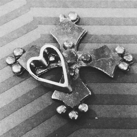 Lonely Heart Club. Taking Photos Heartbreak Heart Cross Photography B&w B&w Photography
