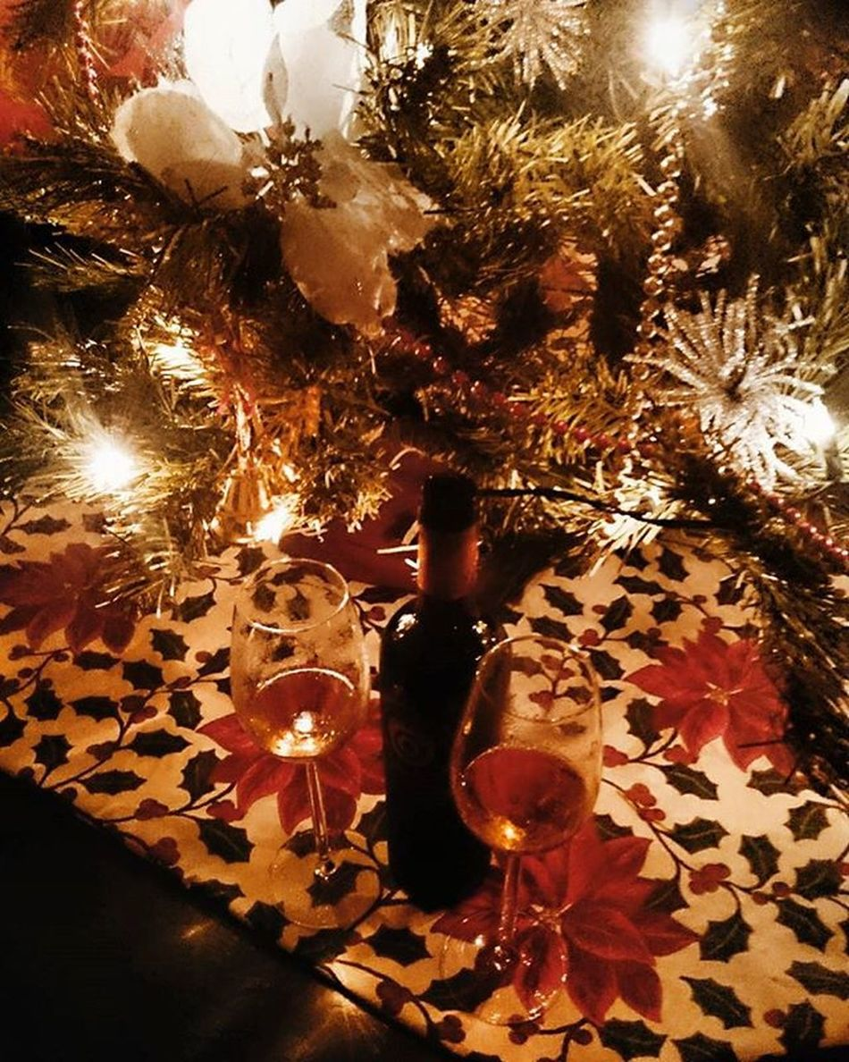 Beyond the gifts and parties, may you all have a sweet & Blessed Christmas. Drinking to a sweet and quiet Christmas together in the comfort of home Marchesidefrescobaldi Frescobaldi Vendemmiatardiva 2007 Castellodipomino Tuscanwine Sweetwine Dessertwine