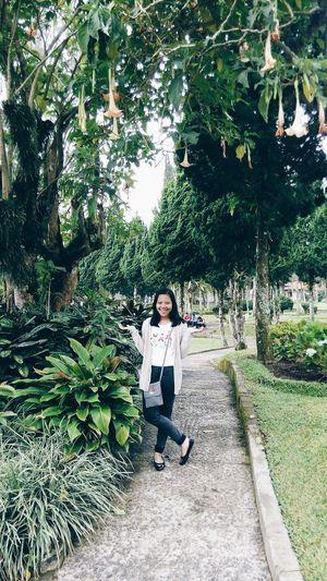 cardigan by zara, flat shoes by prada, skiny jeans by online shop taiwan. Street Fashion Bali Fashionista Fashion Hair Fashionblogger Fashion Photography Ootdindo Ootdmagazine Ootd ✌ That's Me