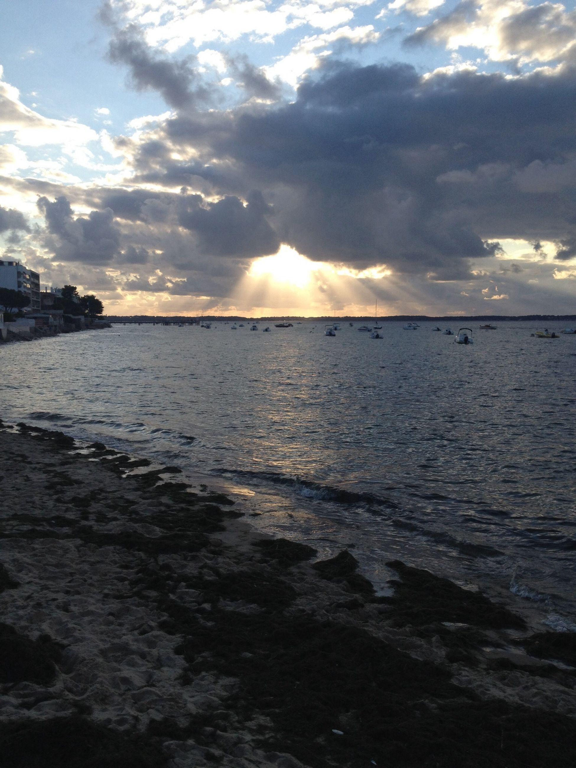 sea, water, sky, cloud - sky, scenics, sunset, tranquil scene, beauty in nature, sun, horizon over water, tranquility, cloudy, nature, beach, sunlight, cloud, sunbeam, idyllic, shore, reflection