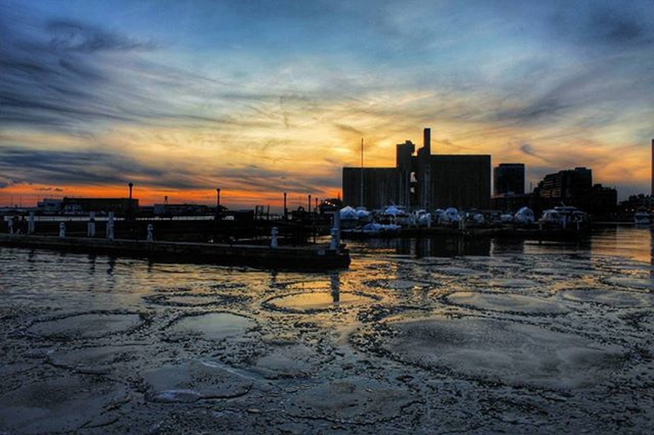 Toronto Queenquay Harbourfrontcentre Mybackyard Cold Coldwinterevening Coldwinterevenings Prettysky Prettyskys Sunset Photographyislifee Photo Photography Colors Goodevening  @kidoctober @6ixwalks @moodygrams @torontoclx @meatlesskarma @k2saunders @jules.jk @superduperjigz @realist_really @alex.lachance.940