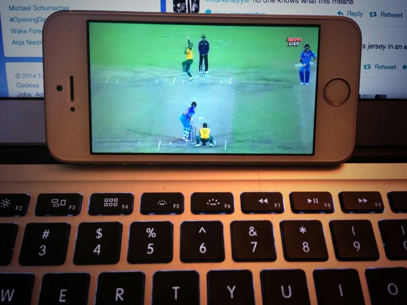 Iphone 5 Mac Book Watching Cricket India