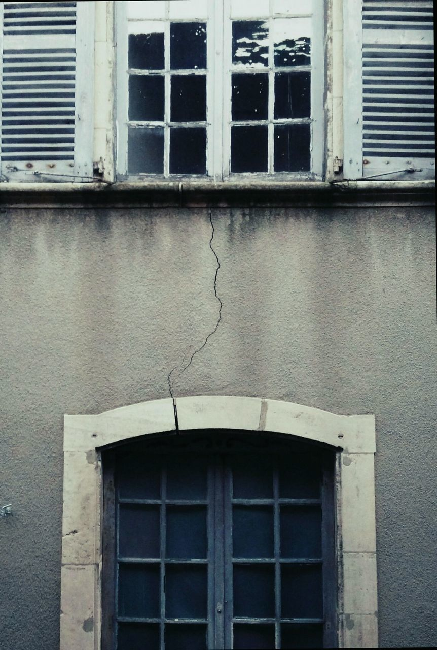 window, architecture, building exterior, built structure, building, no people, outdoors, day