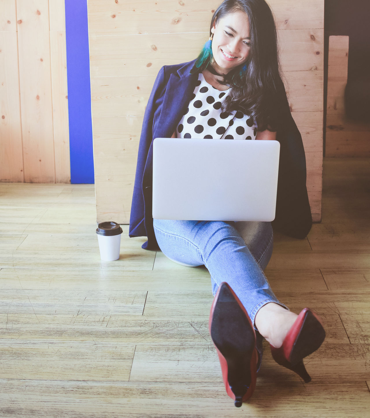 Beautiful fashionable asian woman working with laptop on the wooden floor Adult Asian  Businesswoman Casual Clothing City Life Communication Connection Drink Fashion Floor Happiness Indoors  Laptop Leisure Activity Lifestyles Modern One Person People Sitting Smiling Startup Take Away Coffee Technology Women Young Adult