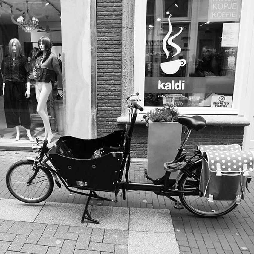 Denbosch Shertogenbosch Winkelen Shopping Shoppen Bycicle Streetlife Streetphoto Streetphotographer Streetphotography Streets Streetphoto_bw Bw_lover Bw Blackandwhite Blackandwhitephotography Photooftheday Photoofday