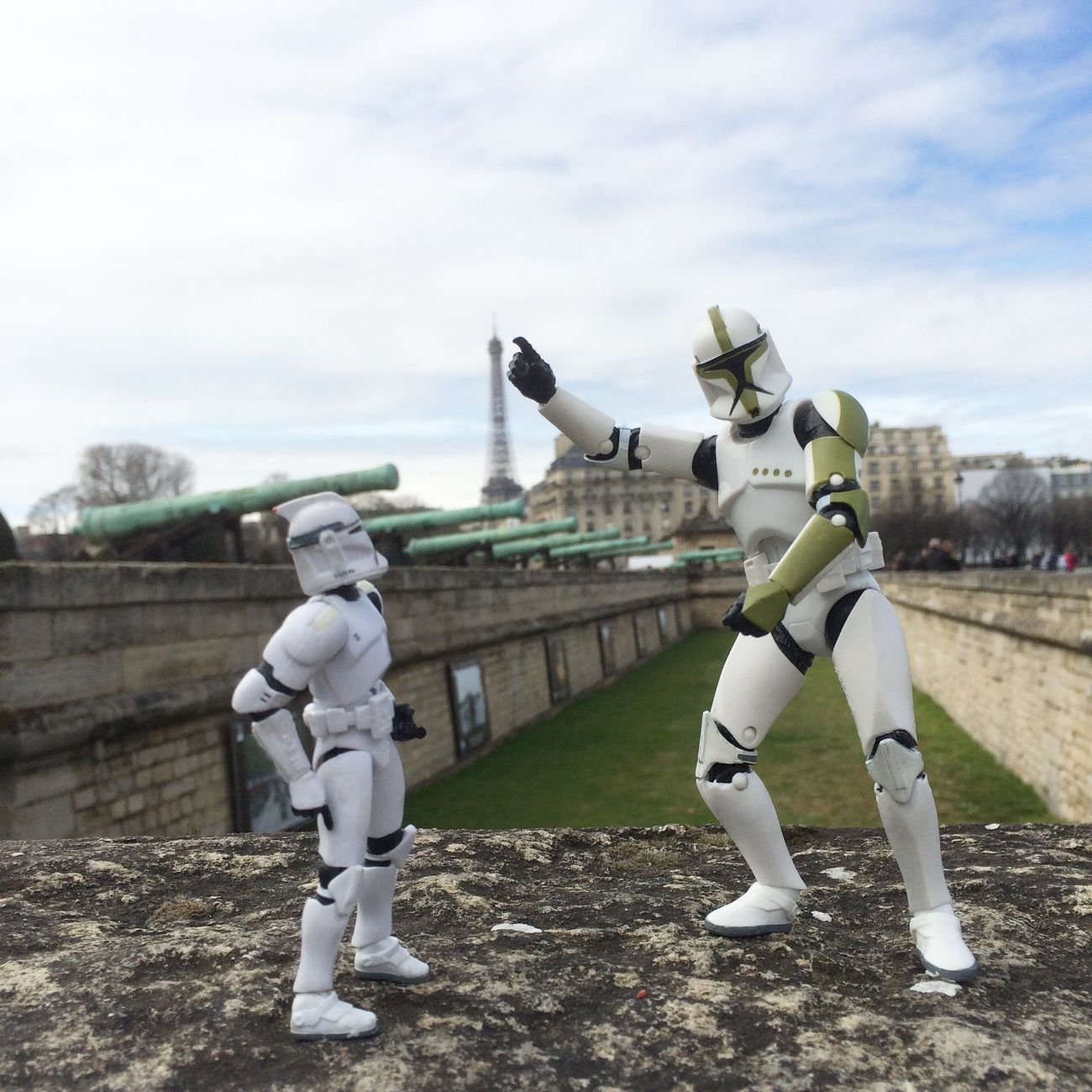 Tourist Trooper Family Paris Tour Eiffel