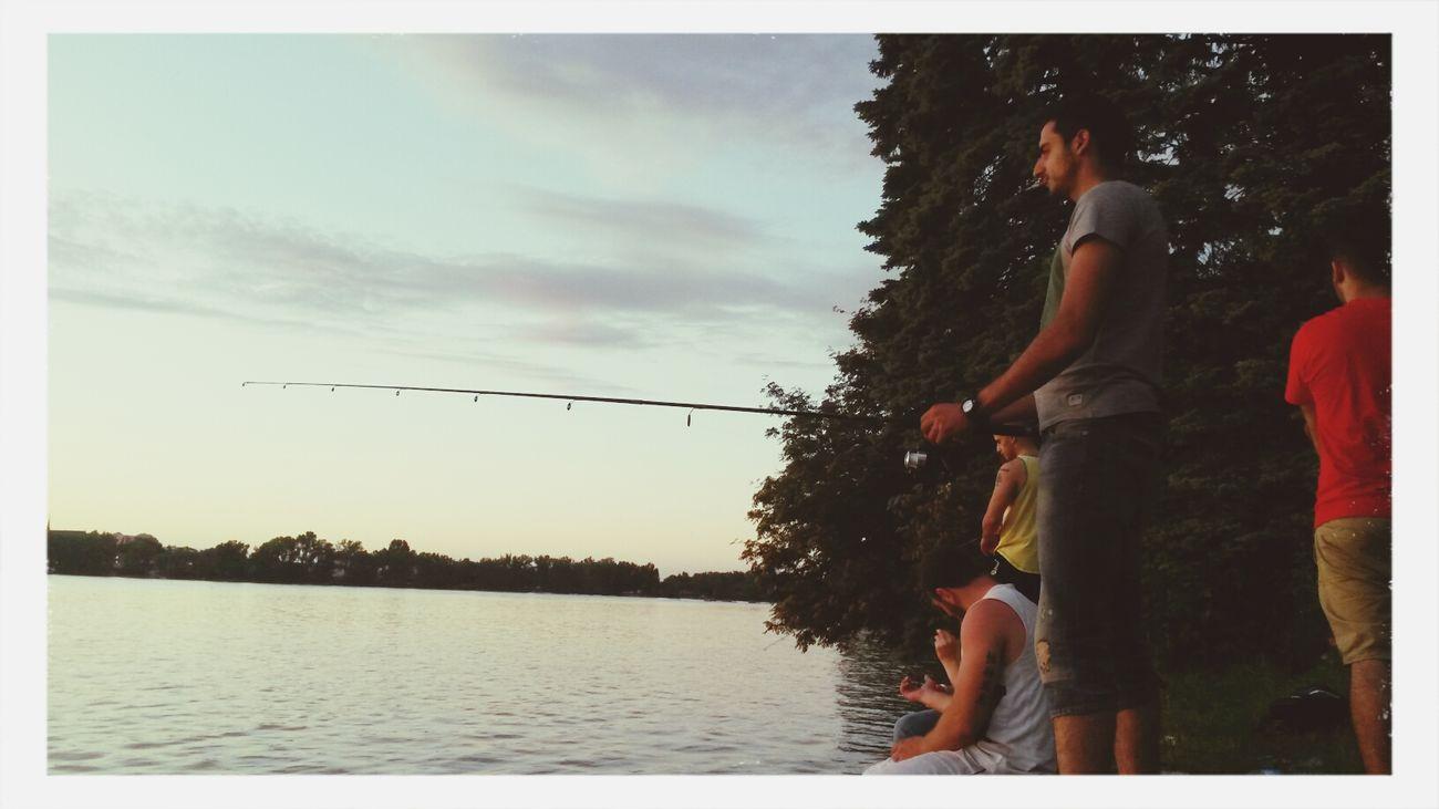 y'a pas de poissons, mais on manque pas de moustiques Relaxing Moustiques Fishing