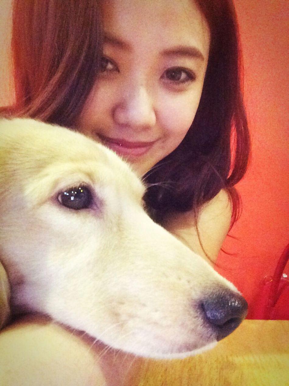 好無辜??? Dog Enjoying Life Hi! EyeEm Woman