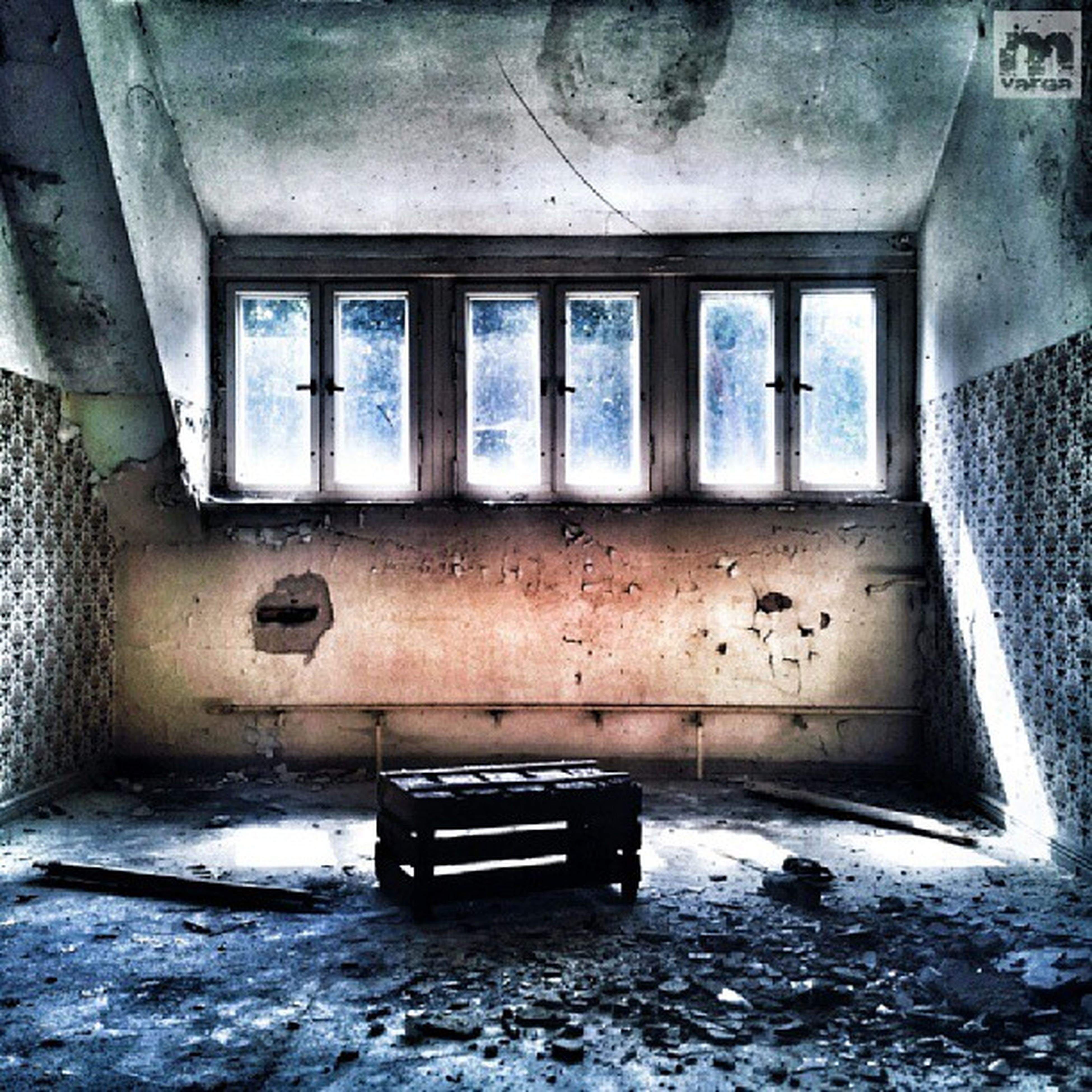 abandoned, obsolete, window, damaged, indoors, deterioration, run-down, old, architecture, built structure, weathered, bad condition, house, broken, absence, messy, interior, day, wall - building feature, empty