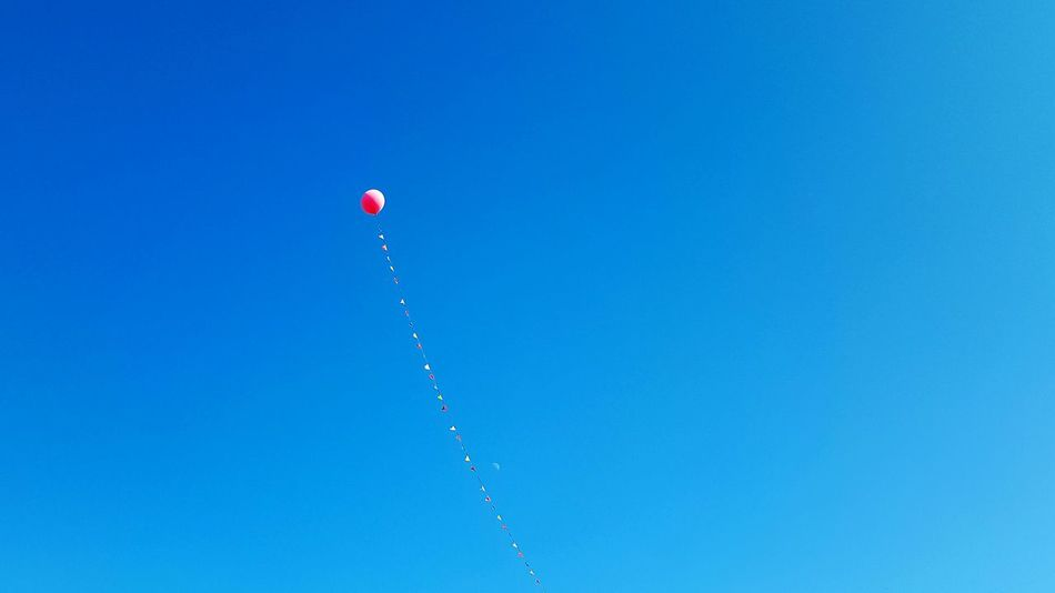 Cut it loose and see how far it can go Ballon Up High Tied Down Simplicity Sky_collection Blue Red Sun Shining Flags In The Sky Up Above Moon In The Sky Moon Banner Red Balloon Blue Sky Sky_collection Party Events