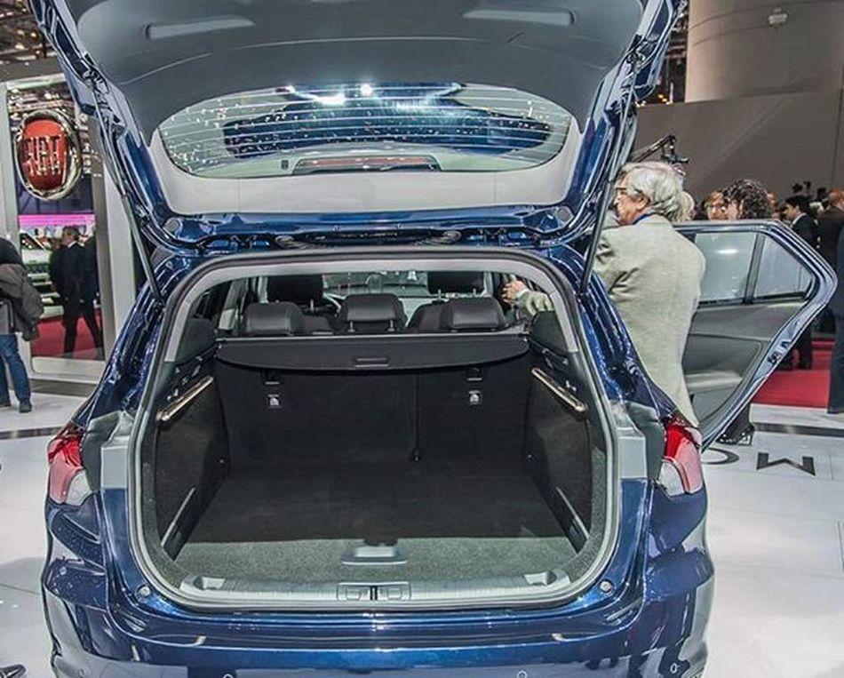 Fiategeasw 550 litrelik bagaj hacmine sahiptir. Fiategeastationwagon Fiattiposw Fiattipostationwagon Fiategea FiatTipo Bagajhacmi Fiategeaswbagajhacmi