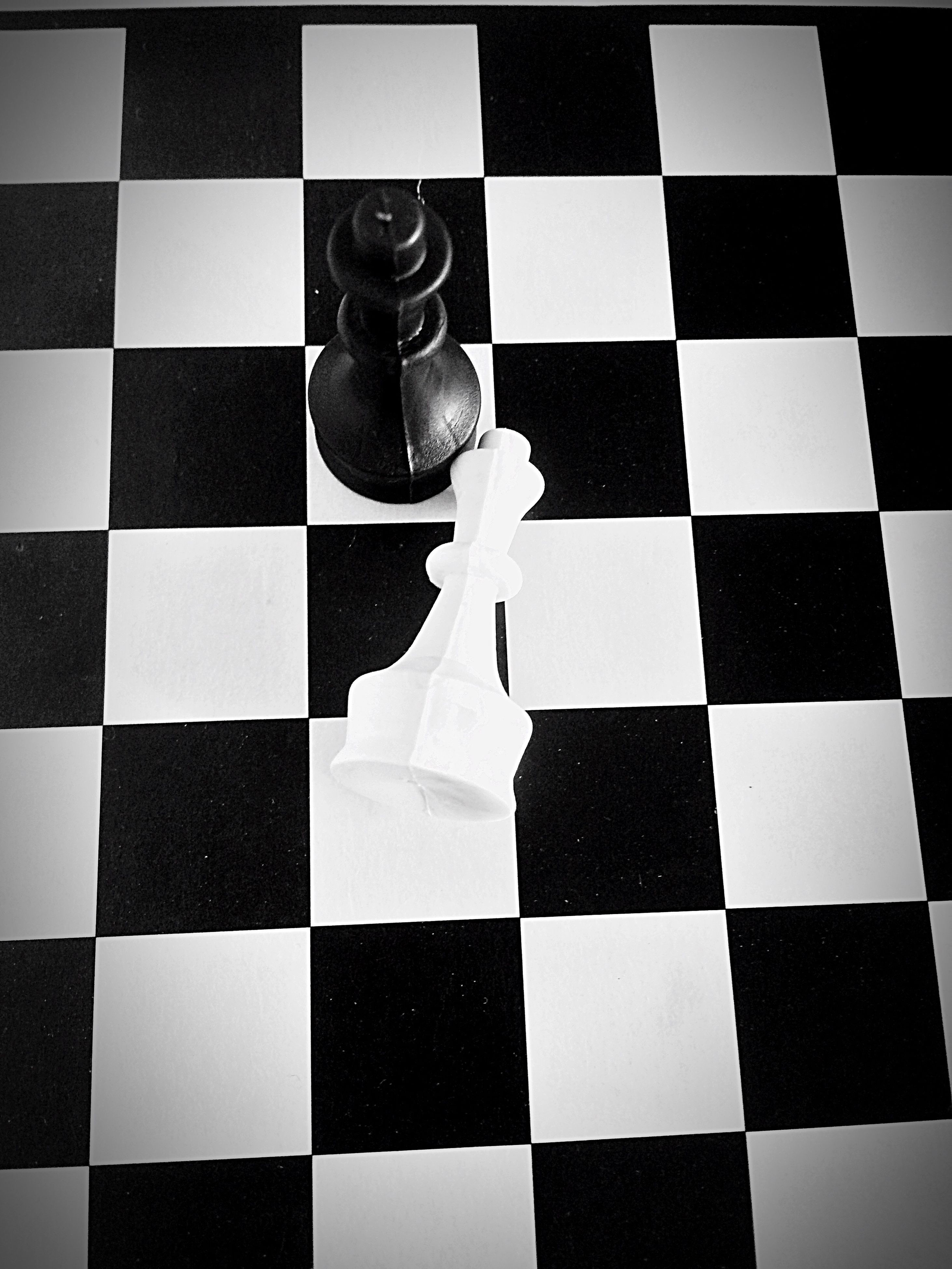 chess, checked pattern, chess board, chess piece, checked, leisure games, strategy, indoors, competition, close-up, no people, knight - chess piece, queen - chess piece