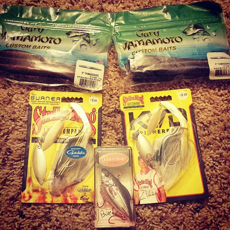 Starting to stock up. All about getting that new PB this season. Shits about to get reel, getting anxious waiting for the ice to thaw😧 Bassfishing Largemouthbass Largemouth Fishing Spinnerbait Senko Ratltrap Springcantcomesoonenough Massbassboys Openwater NomoreICE Strikeking Kvd Cantwaittostrokemypole Imeanhold Notstroke Shitsabouttogetreel Fishingpuns ImHooked