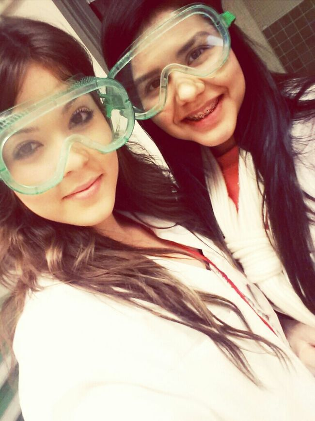 Dr.Davis & Dr.Duran snaping quick pics before dissecting a cat ! (;
