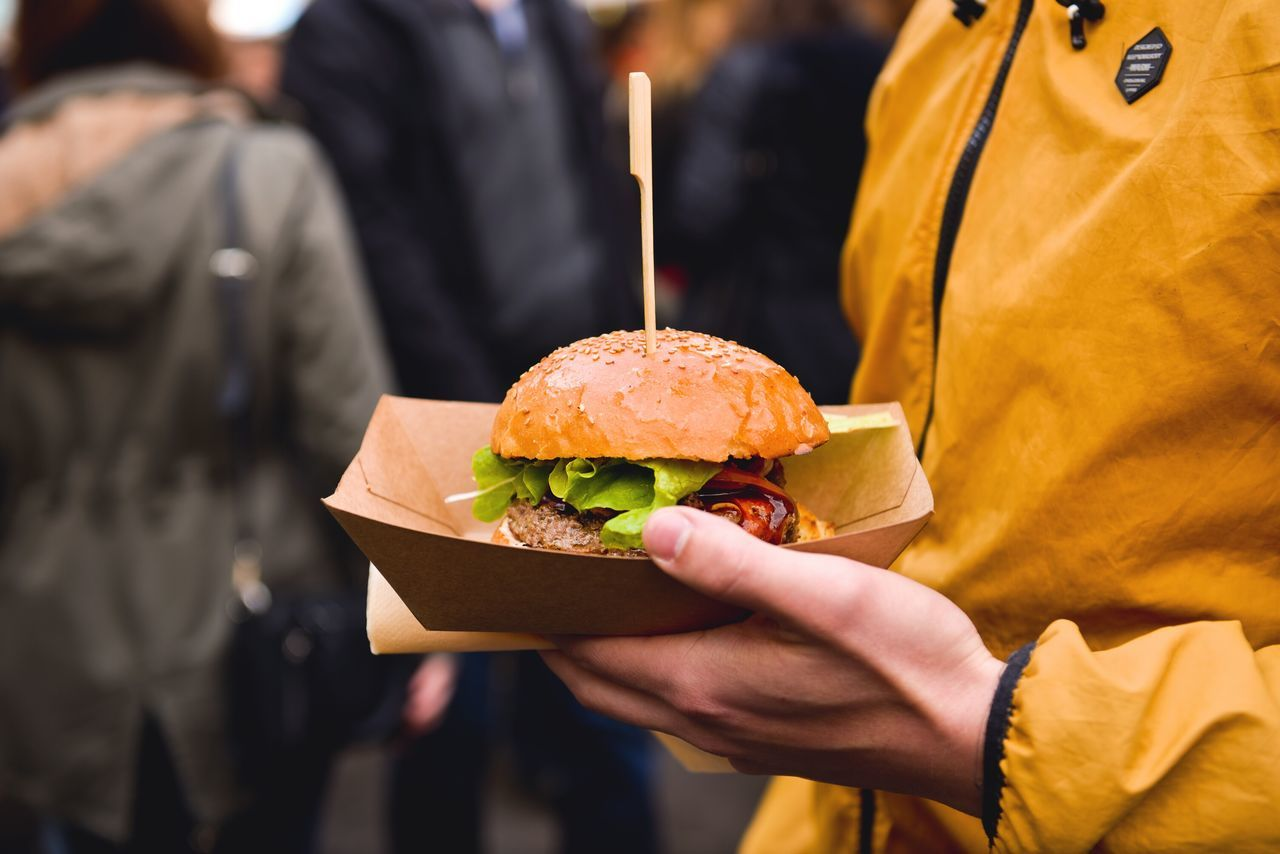 Beautiful stock photos of essen,  Burger,  Carrying,  Casual Clothing,  Day