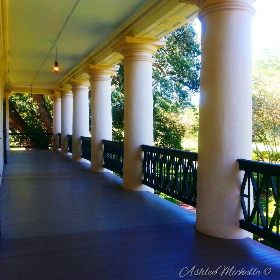 Balcony of Oak Alley Plantation. Photography Amateur Antebellum