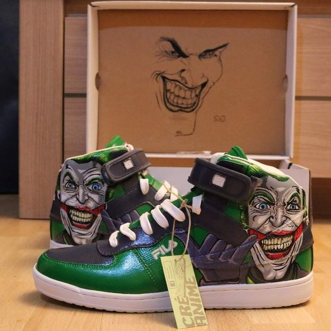 By Sam. Jokers shoes with shaka sign custom by me . Dm for prices . Art Drawing Comics Character Thejoker Draw Drawings Comics Dccomics Sneakers Addict Sneakers Sneakersaddict Sneakers Of EyeEm Shoes Fila Custom Customized Customise