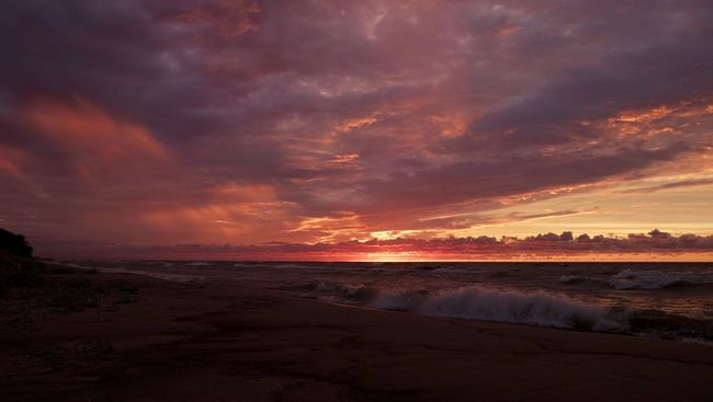 Autumn sunset. Sunset Colors Color Water Waves EyeEm Best Shots Michigan Lake Michigan
