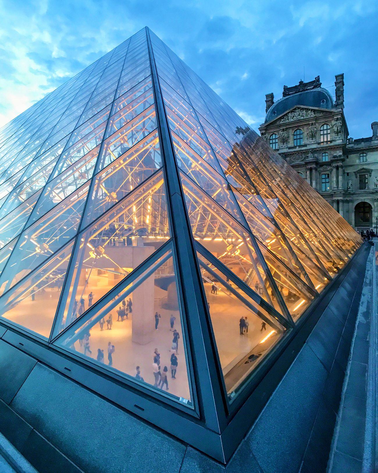 La nuit des musées! Which one did you visit? Architecture Louvre Travel Destinations Illuminated Paris EyeEm Best Shots Parisweloveyou Photooftheday Eyem Best Shot - Architecture Architecture Nuitdesmusees