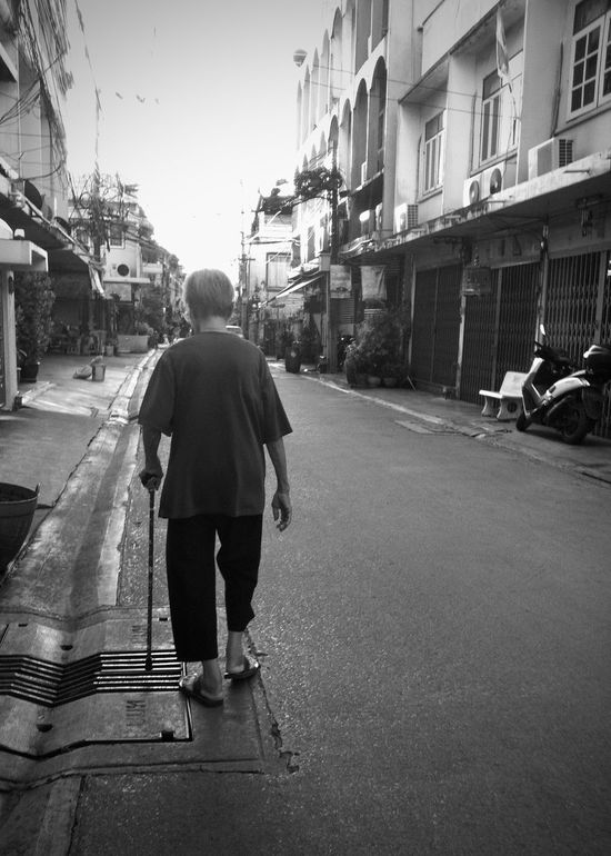 life of senior people mostly walk alone until reaching their last destination. The Week On EyeEm Adult Architecture Building Exterior Built Structure City Day Elderly Elderly Woman Full Length Monochrome Photography One Person Outdoors People Real People Rear View Road Senior Citizen  Senior Women Street Street Photography Streetphoto_bw The Way Forward Walking Walking Alone...
