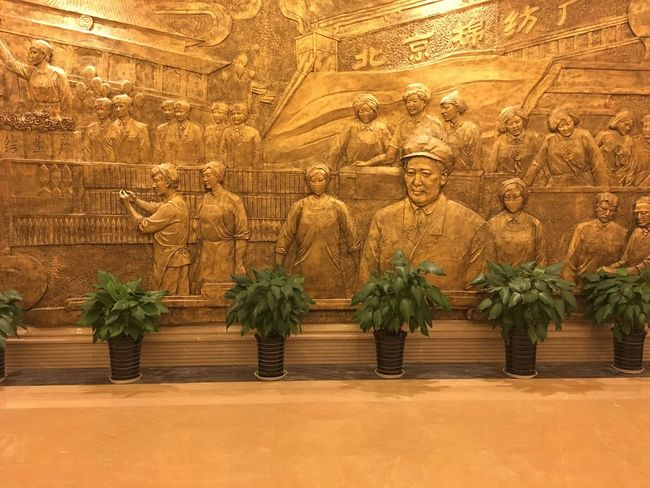 Mural Art China Mao Art And Craft Art Human Representation Statue Sculpture Creativity Built Structure History Architecture Travel Destinations Famous Place Decoration Day Tourism Full Frame Place Of Worship Exterior Gold