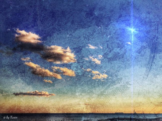 Muero cada noche en el crisol de tu cuerpo y resucitó cada amanecer en el calor de tus besos. EyeEm Best Shots Relaxing Hdr_Collection Eye4photography  Clouds And Sky Cliudporn Skyporn Sky_collection Sky Urbanexploration Sunset_collection EyeEm Best Edits