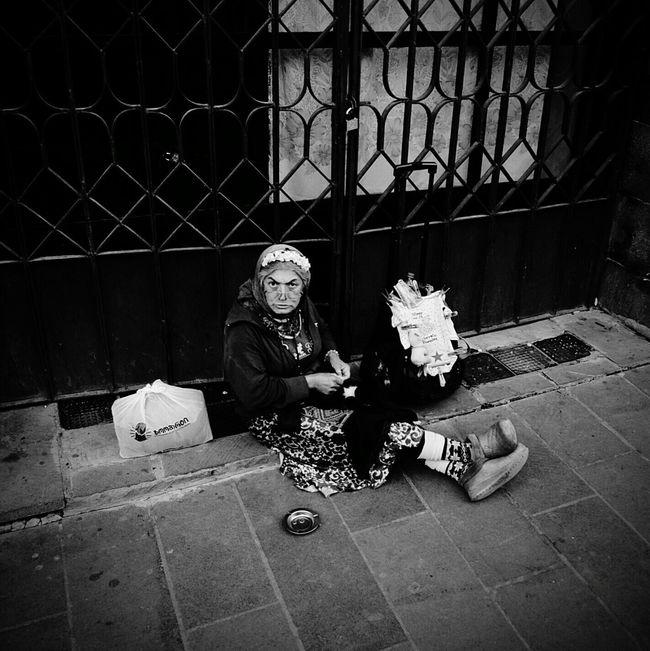 ⬛&⬜ Homelessness  Street Photography Bw Kiddesign Blackandwhitephoto Black And White Photography Blackandwhitephotography Blackandwhite Photography Blacknwhite Black&white Blackwhite Black & White Black And White Blackandwhite B&w Streetphoto_bw Streetphotography Streetphoto Street Photo Homeless Shardeni Street Nikond300 Tbilisi Georgia